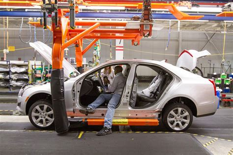 gm  cut output shifts  car plants  ohio michigan