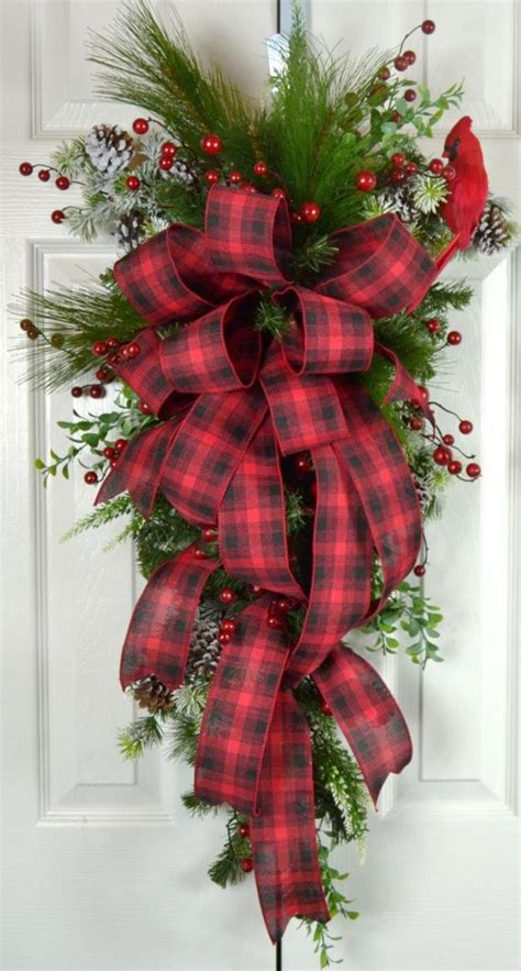 old fashioned wreath ideas fashioned teardrop swag plaid traditional wreath front
