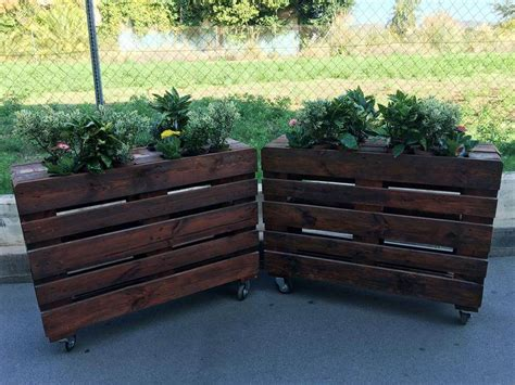 planters made with pallets
