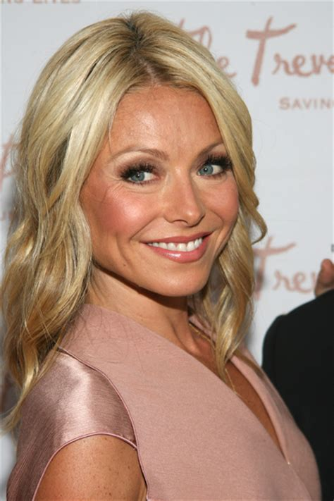 blonde hair color kelly ripa hairstyle of the day blonde wavy and casual