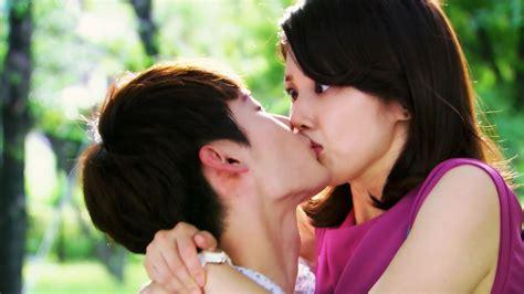 wallpaper girl kissing boy romantic boy kiss to pretty girl shocked hd wallpapers