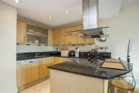 2 bedroom flat to rent in putney 2 bedroom flat to rent in brewhouse lane putney wharf