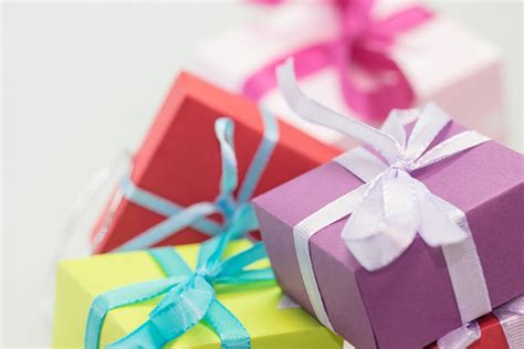 how to wrap a gift in 6 easy steps how to wrap a gift in 6 easy steps