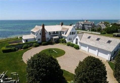 taylor swift s house inside taylor swift s sprawling kennedyesque house theimproper com