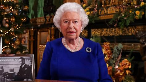 queen elizabeth acknowledges bumpy   annual christmas message entertainment tonight