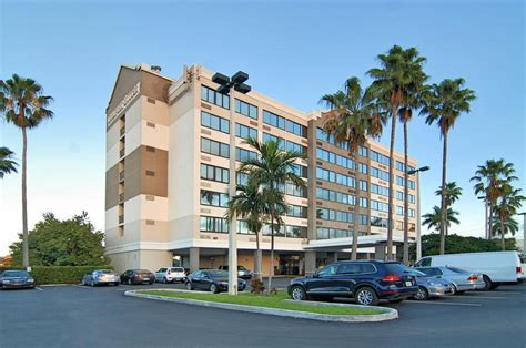 comfort inn fort lauderdale airport fort lauderdale comfort suites converting to four points