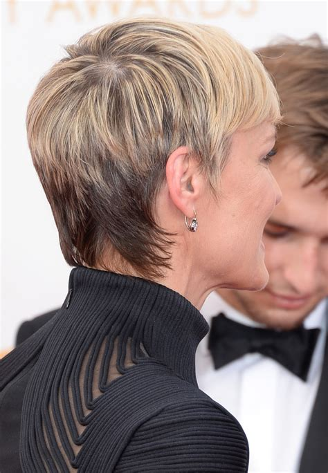 robin wright scar on neck robin wrights neck celebrity fashion at the golden