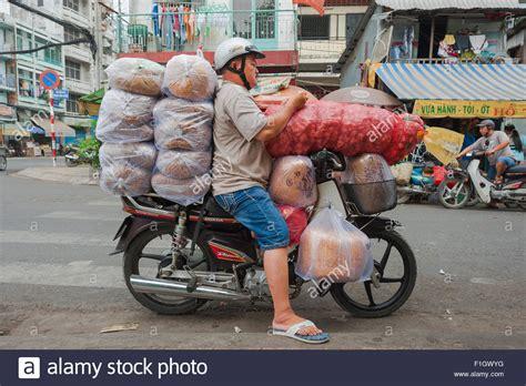 Motorrad Kaufen In Vietnam by 220 Berladene Motorrad Vietnam H 228 Lt Ein Motorrad