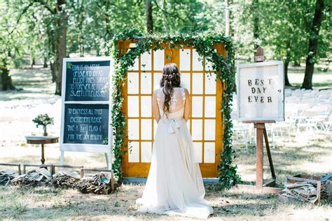 Charming Oregon Wedding: Best Day Ever   MODwedding