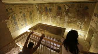 Luxor Desk Does King Tut Share His Tomb With Stepmother Queen