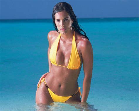 foto en la revista playboy de gaby espino magazine expresi 243 n latina gaby espino en bikini