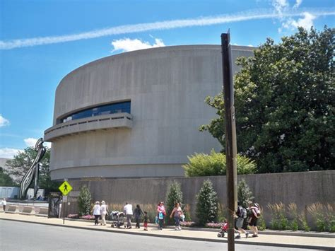 Hirshhorn Museum And Sculpture Garden by 10 Things To Do Near Smithsonian National Museum Of