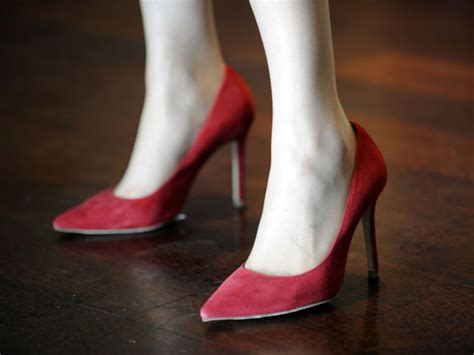 wearing high heels japanese urged to empower themselves by wearing