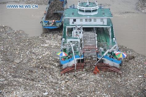 trash boat amsterdam cleaning boats remove garbage at three gorges dam china