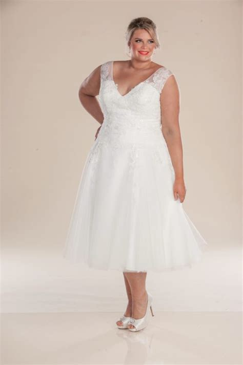 Vintage style wedding dress   short plus size gowns in