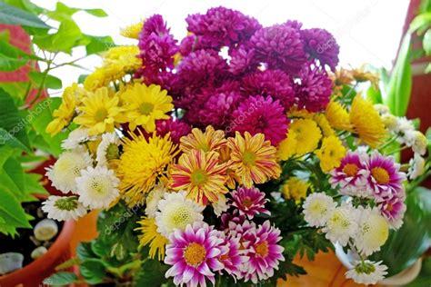 foto di mazzi di fiori bellissimi grande mazzo di fiori bellissimi foto stock ra3rn 48680985