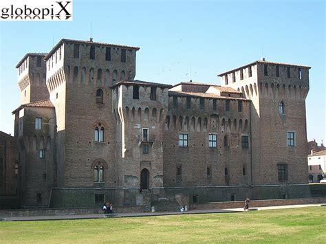 la d italia i 10 castelli pi 249 belli d italia per viaggiatori