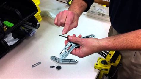 how to put a box together how to put together the stanley retractable carpet knife