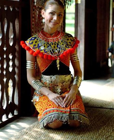 Nama Baju Perempuan Iban pakaian tradisional malaysia pakaian bedong kaum perempuan iban