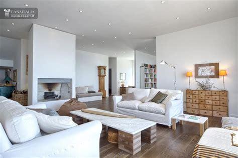 soggiorno moderno con camino salotto moderno con camino idee per il design della casa