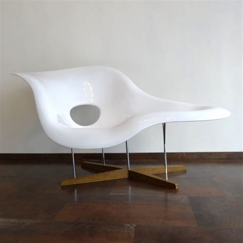 chaise eams la chaise lounge chair by charles and ray eames for vitra