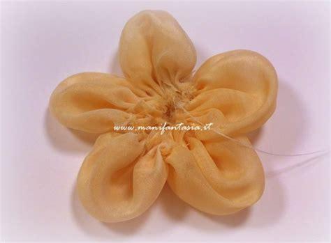 creare fiori di stoffa fiori di stoffa facili tutorial e spiegazioni manifantasia