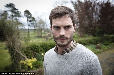 jamie dornan tv shows top criminologist says bbc thriller the fall is the