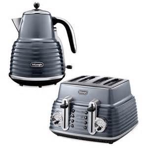 de longhi scultura 4 slice toaster and kettle bundle gun