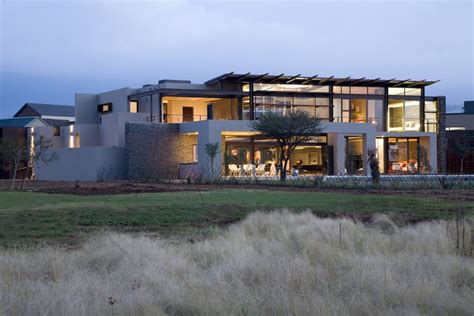 Indoor Courtyard by Serengeti House South Africa Residence E Architect