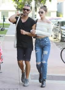 yolanda fosters favorite skinny jean shorts yolanda foster had on yolanda foster skinny jeans