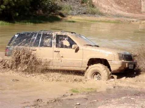 jeep grand cherokee mudding jeep grand cherokee v8 mud bog brasil youtube