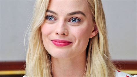 margot robbie smiling hd  wallpaper