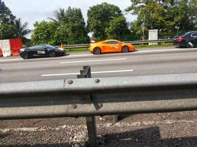 3 Lamborghini Terbakar by Gambar Tiga Lamborghini Terbakar Di Lebuhraya Plus