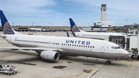 united baggage united buying 40 new 737 700s to upgrade fleet