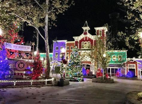The Ultimate Missouri Road Trip For Christmas Light Displays Lights In Branson Mo
