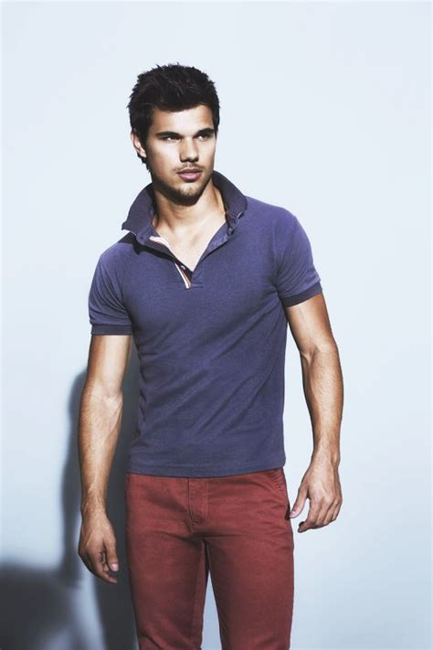 taylor lautner bench forever taylor lautner fan page new photos from taylor s