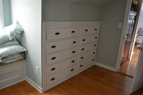 Built In Bedroom Dresser by Best 25 Built In Dresser Ideas On Closet