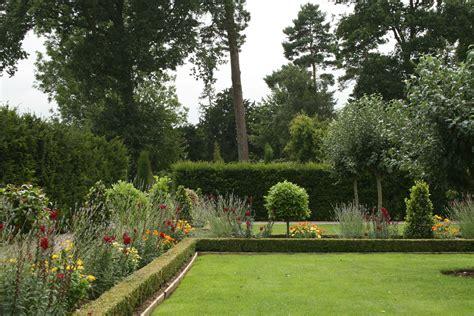hanbury manor hotel garden