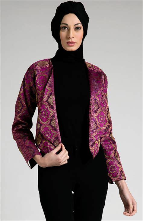 blezer masa kini 25 model baju batik kerja wanita muslimah modis terbaru