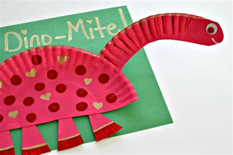 dinosaur paper plate craft paper plate crafts for preschoolers how wee learn