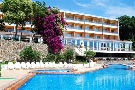 divani corfu palace τμήμα του ξενοδοχείου από την πισίνα εικόνα του divani