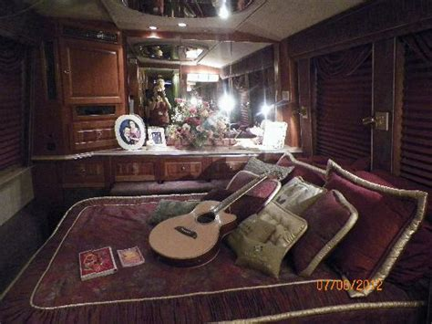 tour bus bedroom dolly s bedroom on the tour bus picture of dollywood