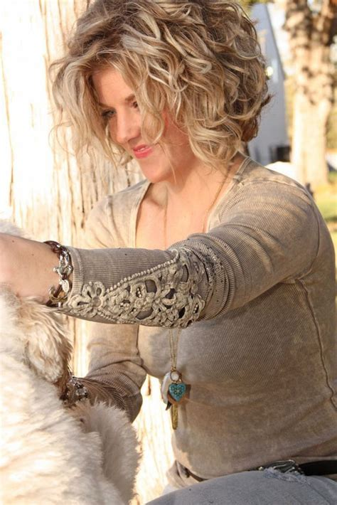 Natural Curly Flattering Hairstyle For All Ages | 14 flattering wavy hairstyles for women of all ages