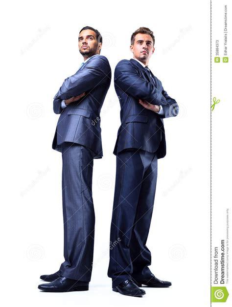 imagenes hombres felices cuerpo completo de dos hombres de negocios jovenes felices