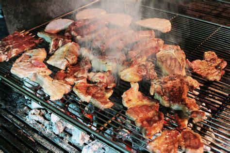 cucinare carne alla brace carne alla brace aumenta il rischio di cancro