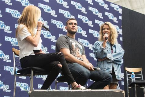 heroes and villains fan fest 2017 katie cassidy at heroes villains fan fest in london may