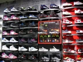 Foot locker cresce per acquisizione in germania