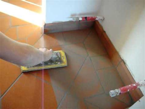 come fugare le piastrelle stuccare un pavimento doovi