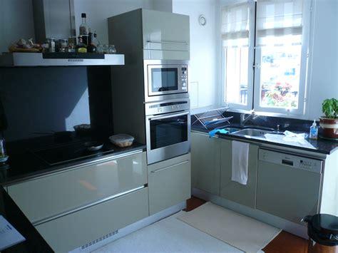 cuisine équipé avec électroménager maison moderne dessin