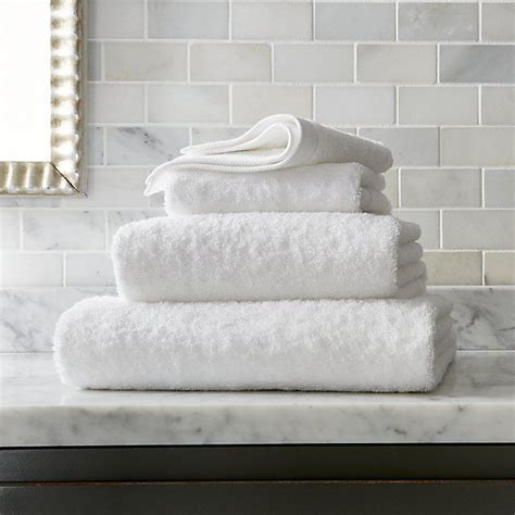 25 best ideas about white towels on guest